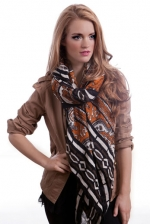 Orange patterned scarf like Serenas at Chictweak