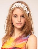 White flower headband like Hannas at Asos