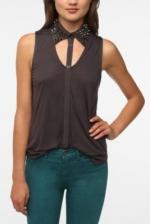 Cutout shirt like Hannas at Urban Outfitters
