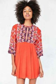 Ecote Tyler Split-Neck Bell-Sleeve red at Urban Outfitters