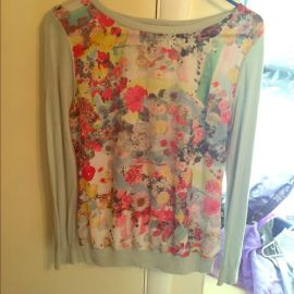 WornOnTV: Becky's mint green floral sweater and pink lace