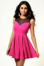 Pink and black dress like Arias at Boohoo