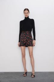 RUFFLED PRINTED SHORTS at Zara