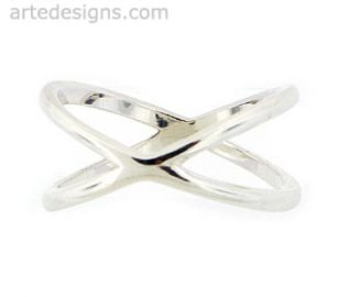 Versatile Sterling Silver Criss Cross Ring at Arte Designs