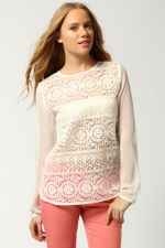 White sheer blouse like Hannas at Boohoo