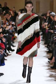 by Giambattista Valli - Fall 2017 Collection at Vogue
