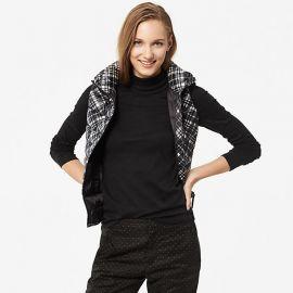 cotton turtleneck tshirt in black at Uniqlo